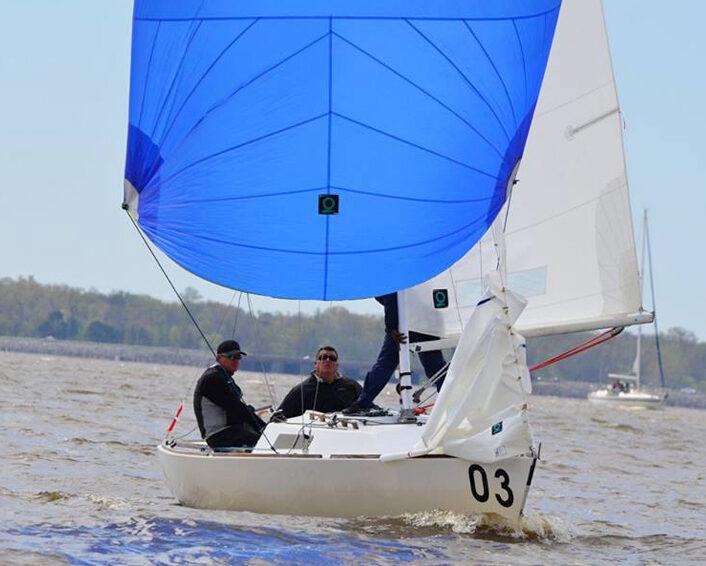 j22 wedstrijd zeilen quantum sails